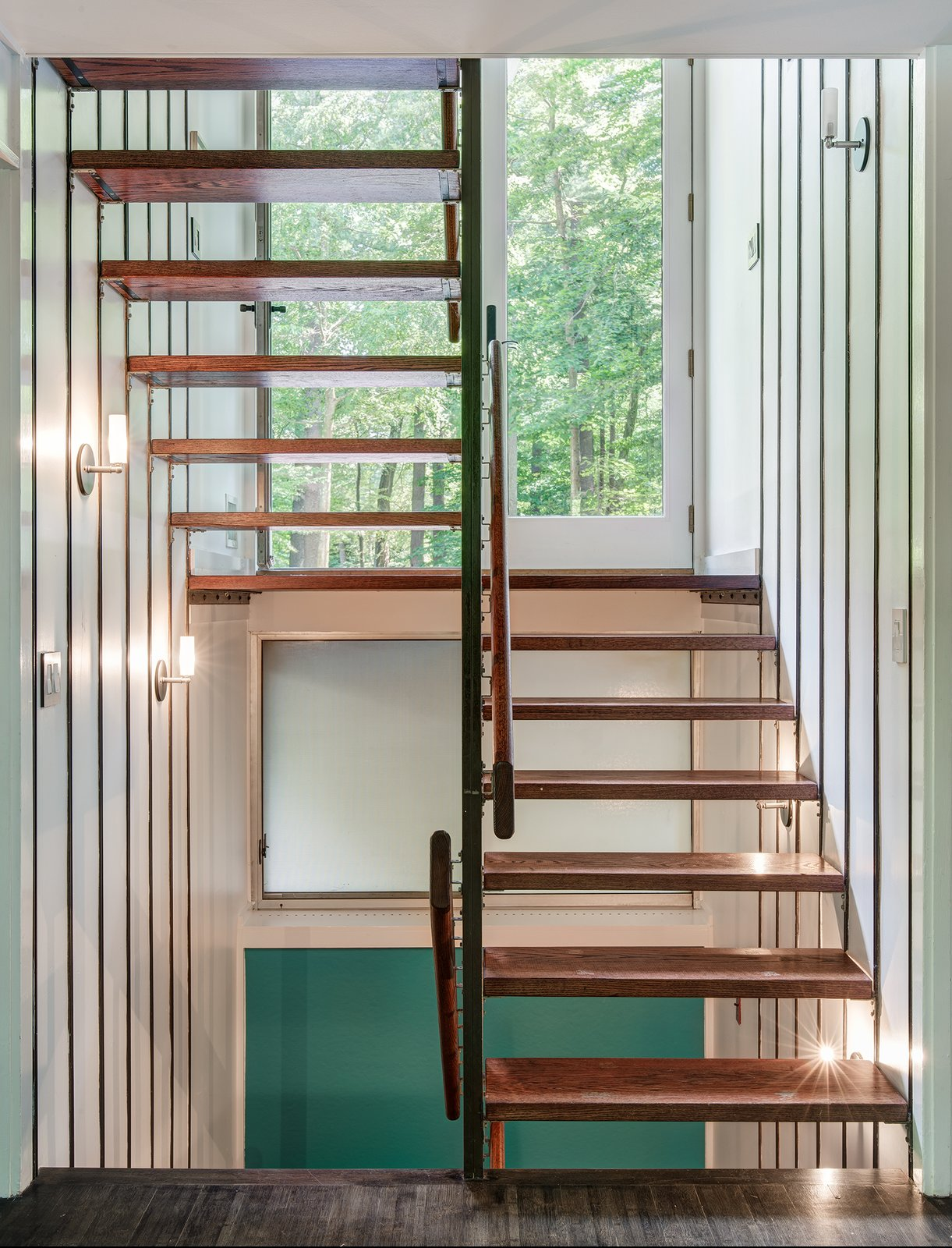 DeSilver House is a bi-level plan. The staircase was made by Unistruct Product Co in Chicago.  DeSilver House by John Black Lee + Harrison DeSilver   1961