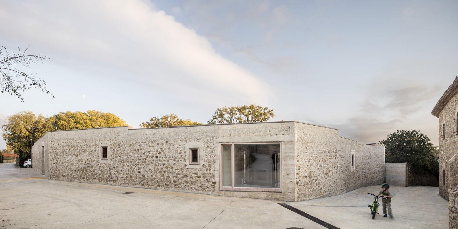 1413 House stone facade