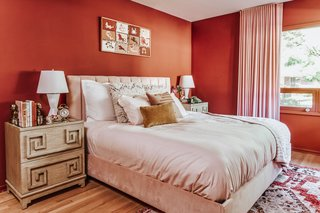 "One of Thomas's favorite color combinations from the '40s was rust and pink, which she used in the guest bedroom. ""I would not have thought of painting a room red (we've all seen that Sex and the City episode), but when I saw the sample of Spice of Life by Dunn Edwards, I was really surprised,"" she says. ""It's rich, and almost like a mood ring—it changes in depth and hue based on the time of day and what's next to it."""
