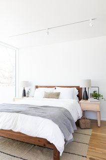 The bedroom is simple, but full of texture and stylish accents, including a Shigouri bed in maple.