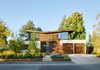 WDA demolished a 1950s tract home to built a brand new, two-story, 4,898-square-foot oasis with five bedrooms and four-and-a-half-baths. Topping off this Silicon Valley home is an asymmetrical, Le Corbusier-style butterfly roof that gives the home its distinctive form while creating soaring spaces on the second floor.