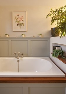 The bathroom features tadelakt plaster and finishings from C.P. Hart.