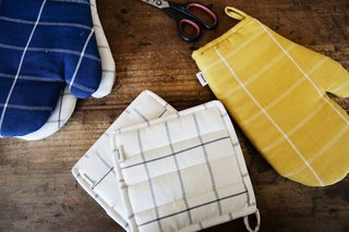 Grid Oven Mitts and Potholders are made in Chiapas.