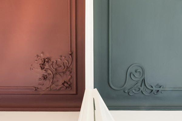 Intricate art nouveau corner plaster motifs were restored.