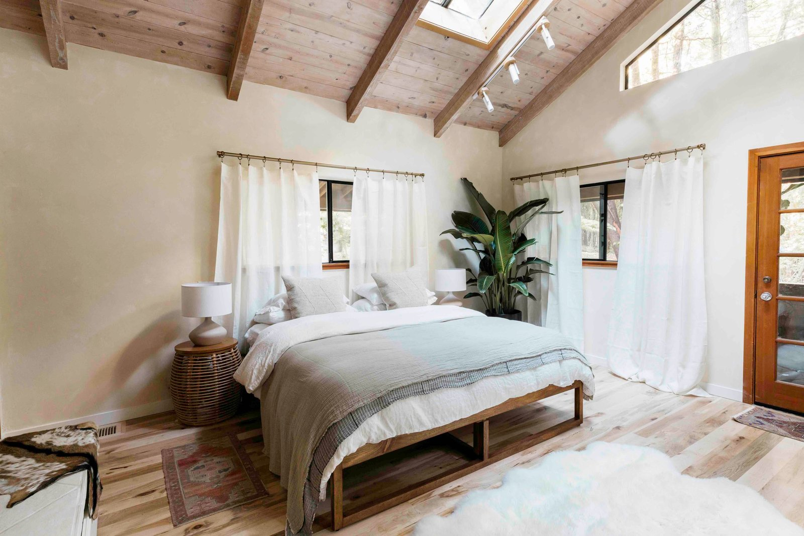 Bonny Doon Forest Temple bedroom