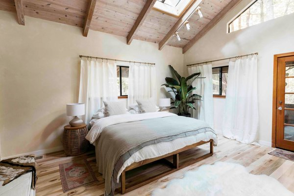 Eva and Jamie incorporated as many organic products as possible—including Coyuchi sheets and Avocado Organic mattresses.
