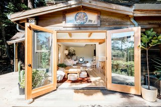 "Interior designer Eva Holbrook and artist Jamie Williams brought this cozy mountain retreat back to life by embracing an ""uncluttered simplicity"" design concept. They brought the outdoors in by incorporating wood elements, big windows, and reclaimed materials."