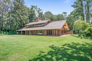 A Midcentury-Style Home by Fay Jones Lists for the First Time at $1.8 Million