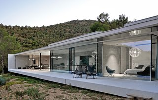 Located in the South of France, La Mira Ra house is a striking example of contemporary, minimalist architecture.