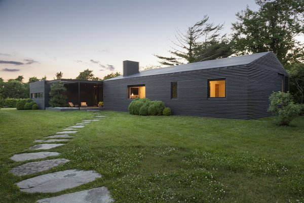 Top 5 Homes of the Week With Stunning Black, White, and Gray Facades