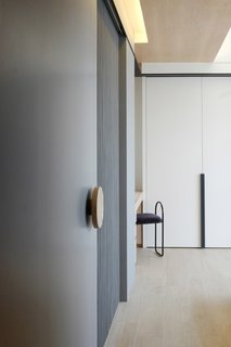 At the southern side of Hong Kong, we have recently designed an apartment facing the Aberdeen Harbour with a beautiful mountain view. The apartment is designed to lengthen the horizontal experience with long timber cabinet wall and a mix of grey marble and texture wall, and introducing a airy flow to the interior that merges with the surrounding scenery.