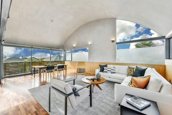 Level 3 living room (a)