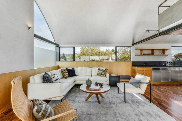 Level 3 living room (b)