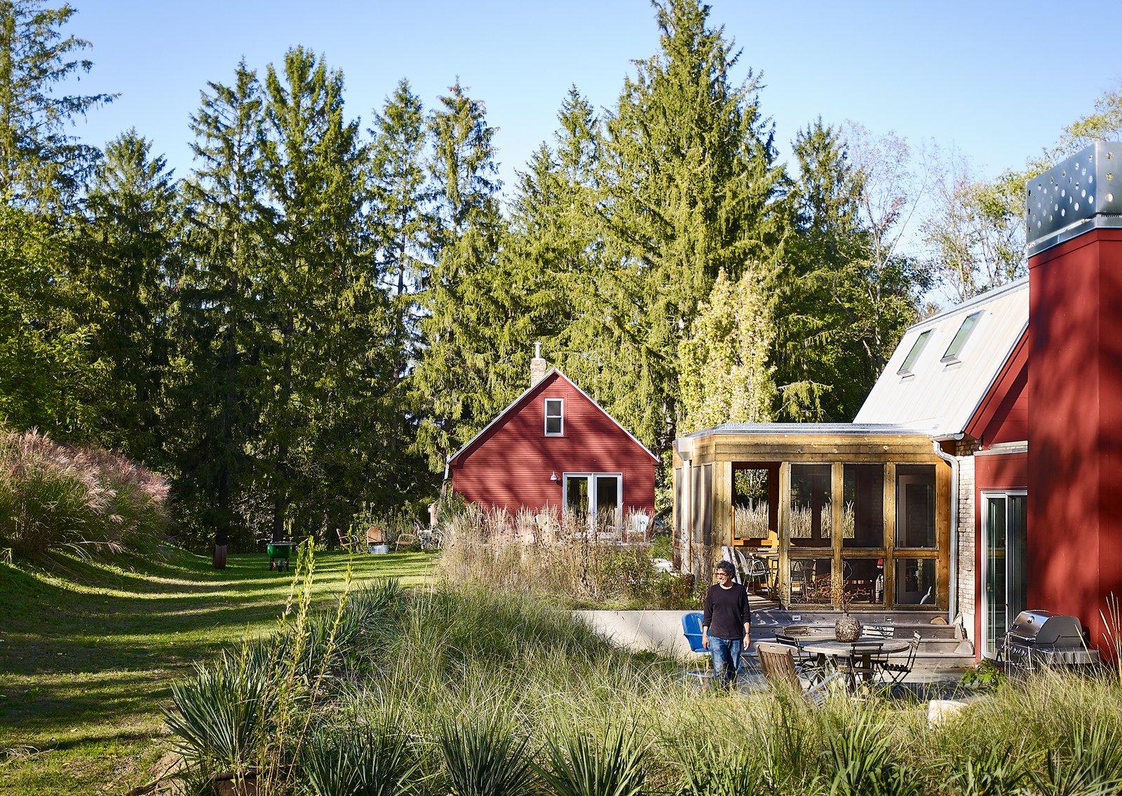 Farmhouse Retreat by von Weise Associates outdoor dining area