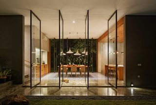Operable full-height glazing opens the dining room up on both sides.
