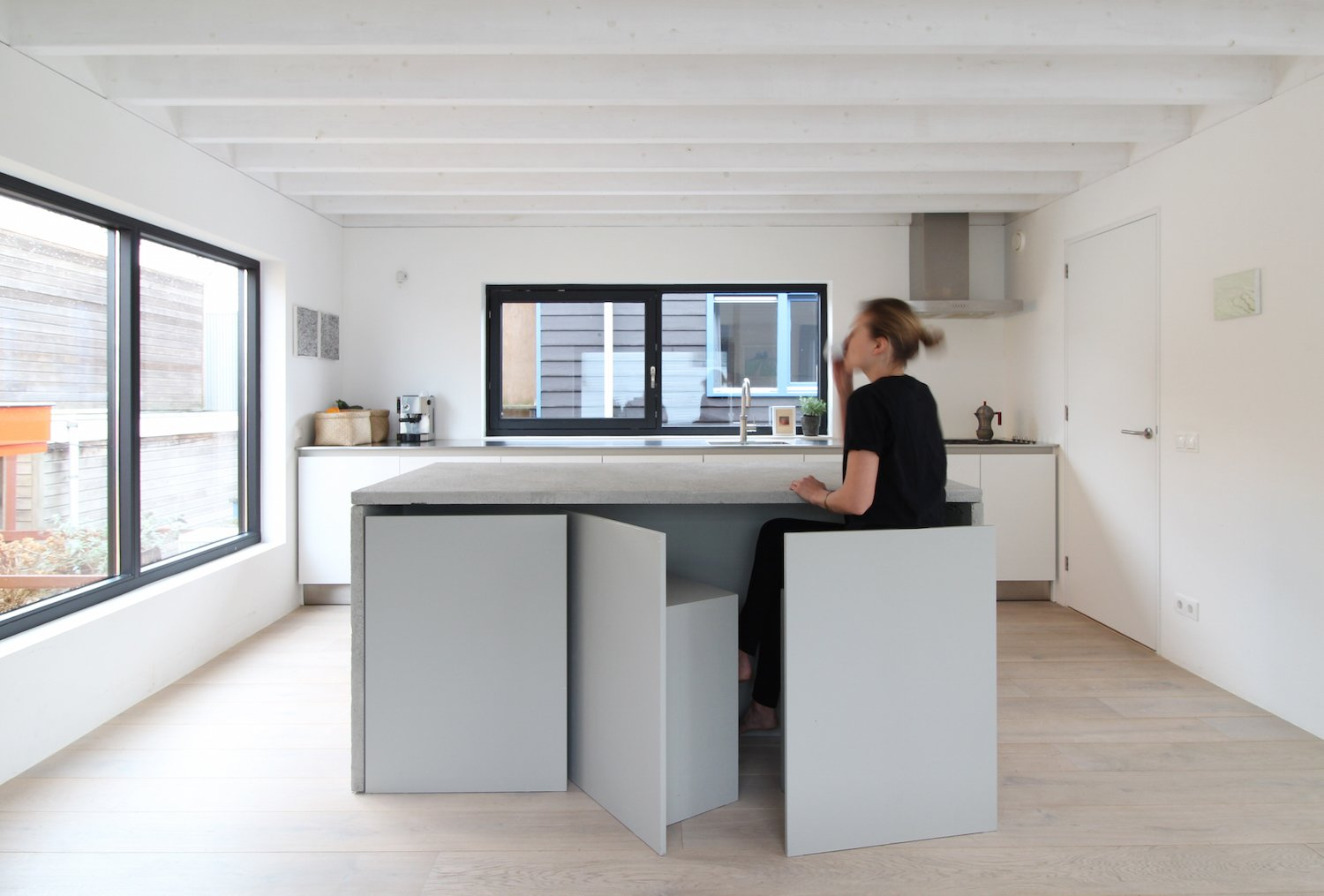 Built-in storage and space-saving furnishings, such as seating that stores flush beneath a table, reduce visual clutter without compromising functionality.