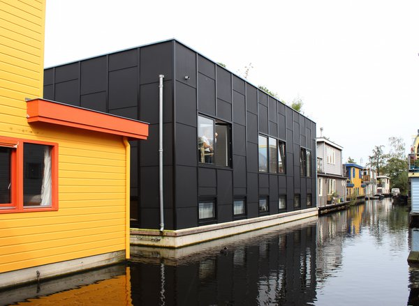 """Named the Tatami House, the houseboat resembles the size and layout of traditional Japanese tatami rooms. """"We used the tatami as a grid for the house,"""" explains Julius Taminiau, referring to how tatami—a rectangular straw mat typically measuring 35 by 70 inches—dictates the size and proportion of traditional Japanese spaces."""