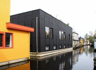 An Architect Creates a Two-Level Houseboat For His Family on a Tight Budget