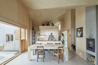 To create a clean and minimalist aesthetic, only treated pine plywood and concrete was used in the interiors.