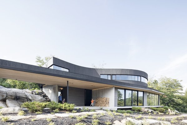 An Energy-Plus Home Fuses With a Boulder-Strewn Landscape