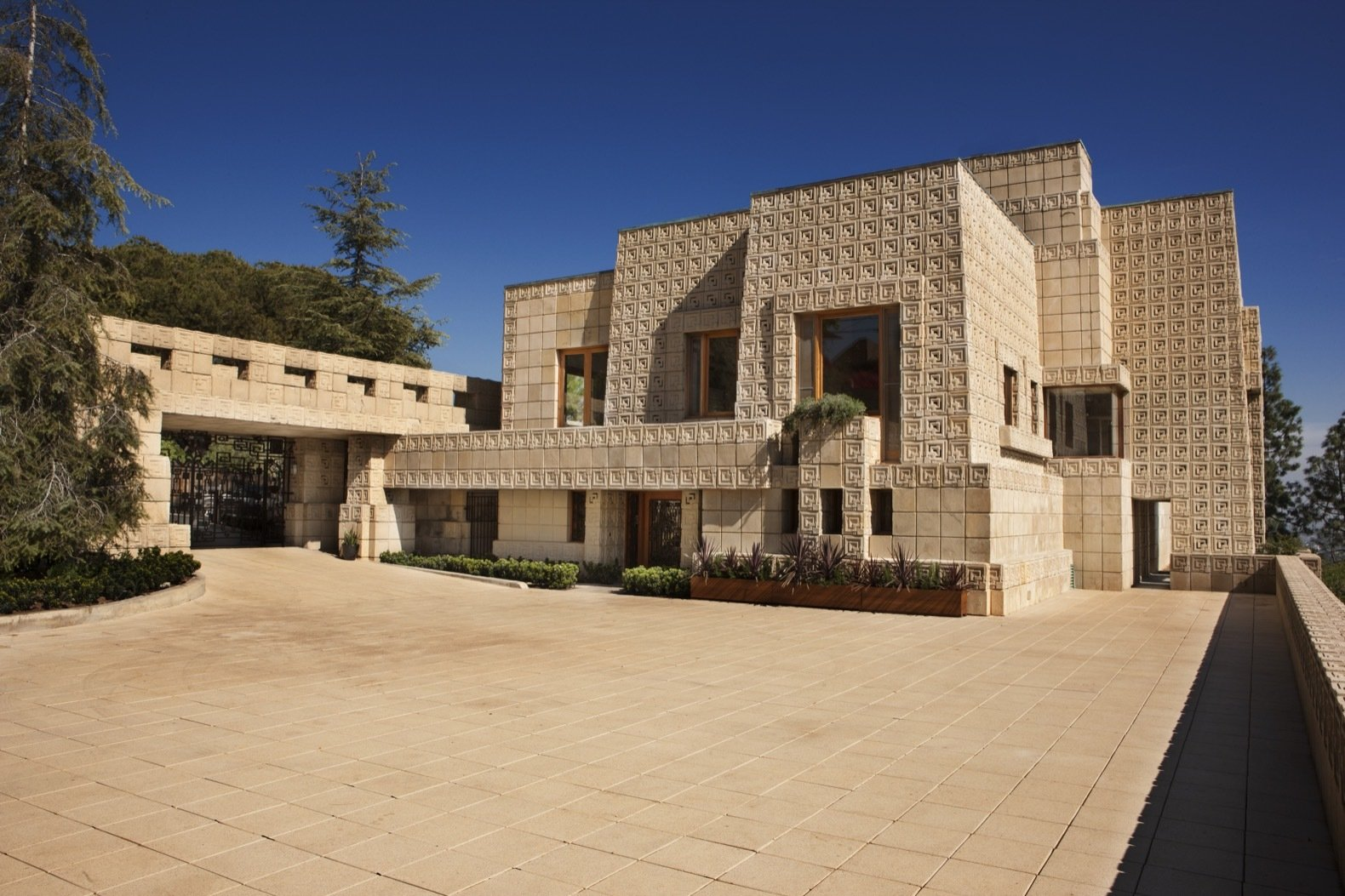 Frank Lloyd Wright S Iconic Ennis House Is Listed For 23m