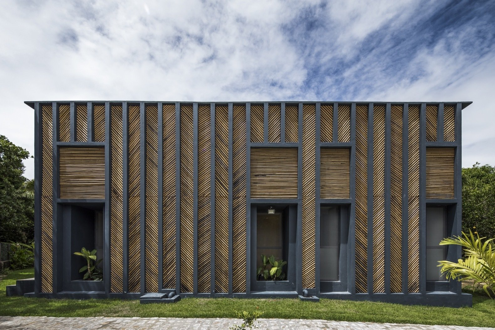 This Budget-Conscious Bamboo House Is a Slice of Paradise