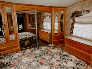 The original trailer was furnished with mirrors in an attempt to make the small bedroom appear larger.