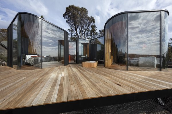 Meticulous detailing was required to create the curved forms. The deck is built of Grey Gumand and the roof is topped with Colorbond Trimdeck Sheeting in Night Sky Finish.