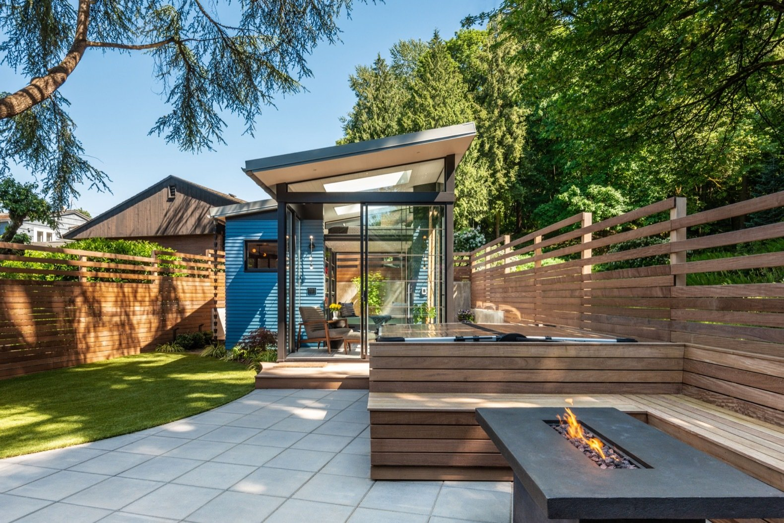 A Seattle Backyard Becomes a Calm Oasis For Two Book Lovers