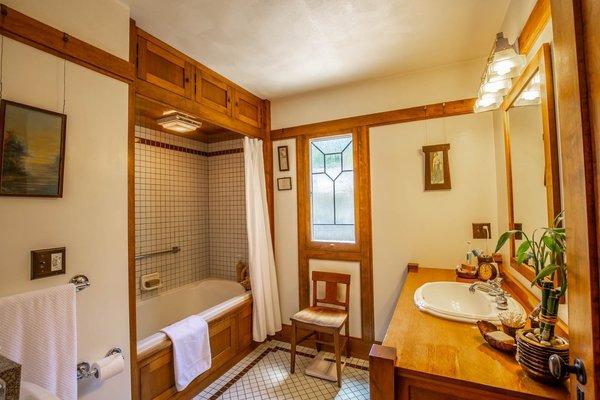 Best 60+ Modern Bathroom Ceiling Lighting Design Photos And Ideas ...