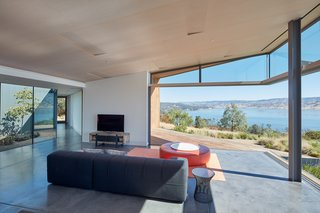 The ceiling slopes upward at the edges of the house to reinforce the sense of expansiveness created by the panoramic views.