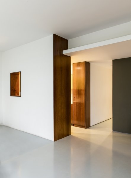 """Imbuia wood has a rich texture that contrasts with the floor and gives character to the surroundings,"" adds the firm."
