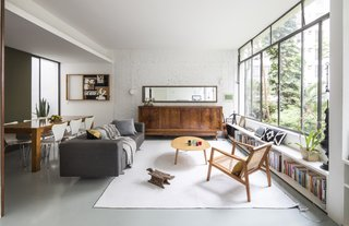 Having served as her birthplace and childhood home where her parents and grandparents lived, the 1953 apartment that a client asked Brazilian studio Cupertino Arquitetura to renovate was steeped in family history.
