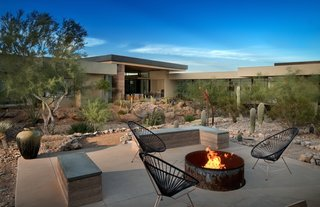 The natural palette and integration of outdoor living rooms blend the house into the desert landscape. In addition to rammed earth, integral color-synthetic stucco was used for the exterior walls.