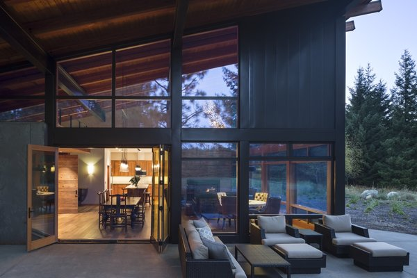 Full-height glazing embraces views of the outdoors and natural light. All windows and doors are energy efficient and aluminum-clad.