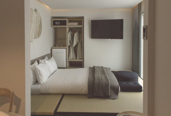A peek inside one of the more spacious tatami bedrooms that includes views of the interior garden, a mini bar, and an independent lounge within 225 square feet.