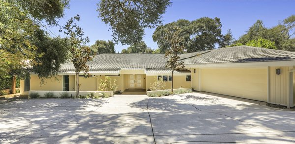 Set on a half-acre lot, this updated 1963 midcentury home is located in the heart of La Cañada Flintridge in the Los Angeles area.
