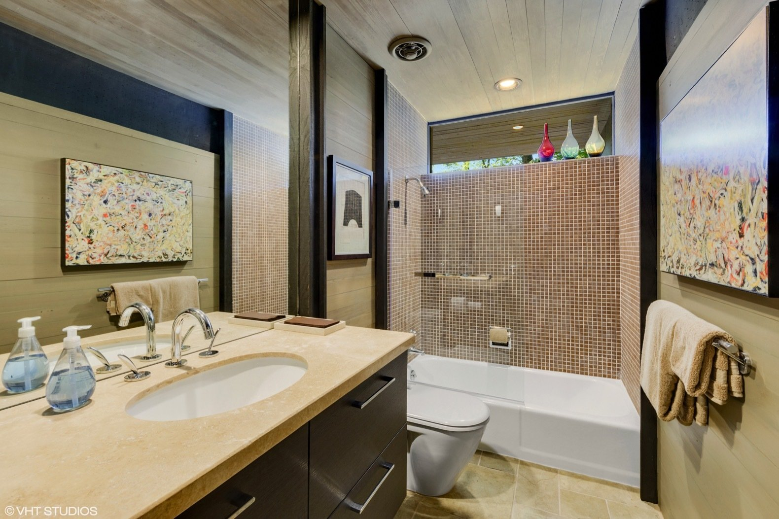 Bath, Porcelain Tile, Alcove, Undermount, Recessed, Enclosed, and Two Piece The guest bath, as with all of the bathrooms in the home, have been updated by the current owners.  Best Bath Undermount Porcelain Tile Photos from Own a Midcentury Gem by a Frank Lloyd Wright Disciple For $1.2M