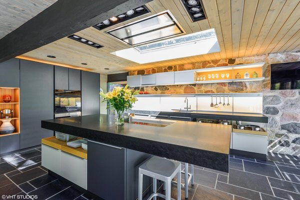 Spanish designer/architect Jorge Pensi designed the new Poggenpohl +MODO kitchen, which features honed granite countertops and high-end, fully integrated appliances.