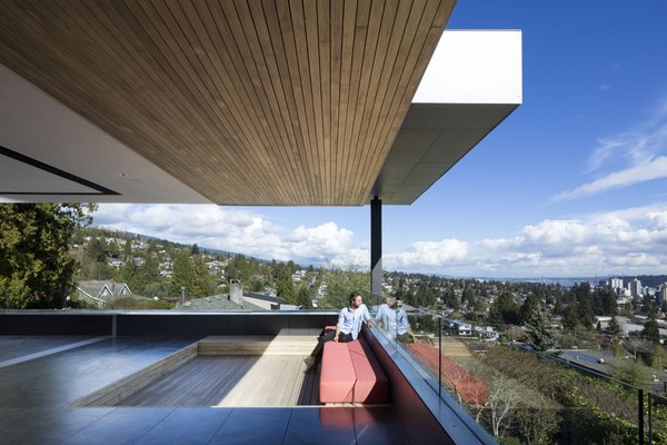 A Strikingly Modern Container House Boasts Breathtaking Views