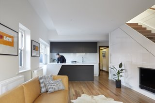 Spotted gum flooring was used throughout the living spaces. The ground floor houses the kitchen, living room, and dining areas as well as two bedrooms. The upper floor contains the master suite.