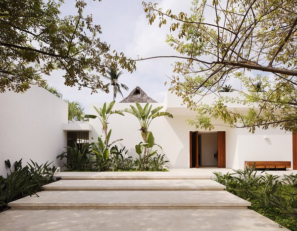 The brick walls of Casa TM were covered in white stucco, a minimalist choice that sets the stage for the pared-back interiors.