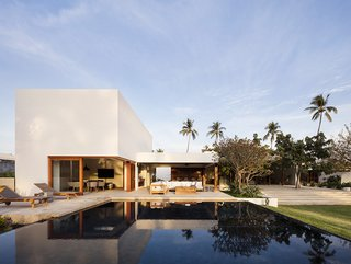 An expansive, infinity-edge pool stretches to the west side of the site. The winds that are cooled when passing over the pool blow through the home and into the sleeping areas.