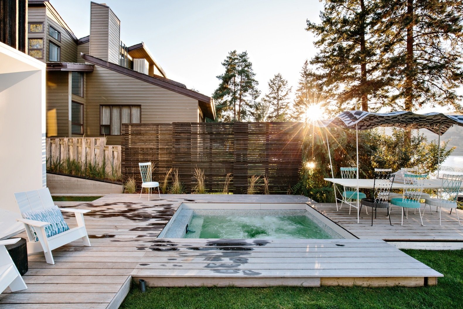 Home on Lake of a Thousand Colors hot tub