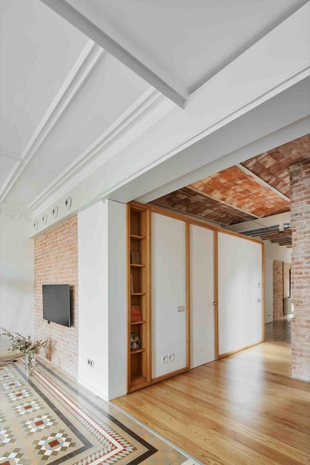 Apartment AM hallway