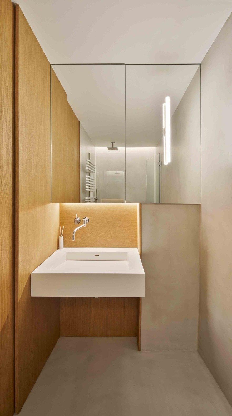 Apartment AM bathroom