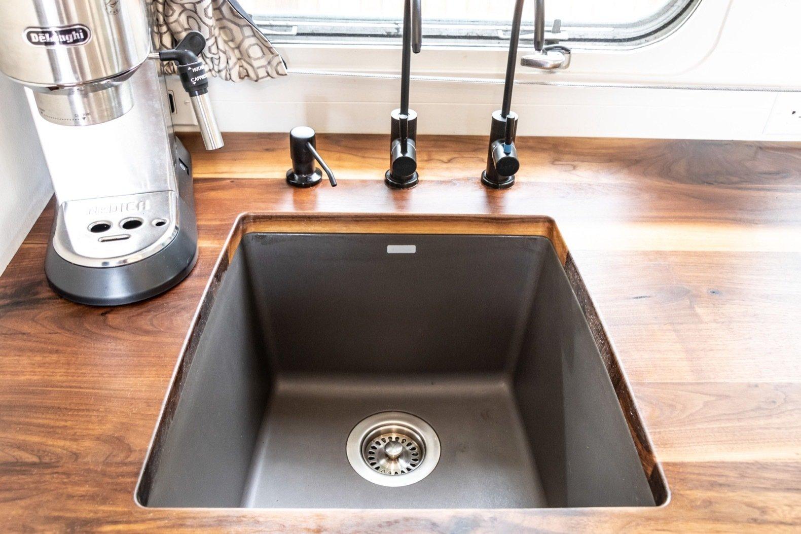 Peanut Airstream Land Yacht kitchen sink