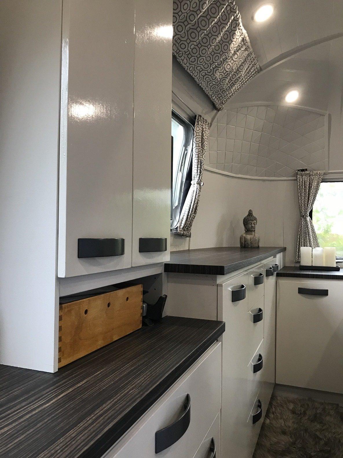 Peanut Airstream Land Yacht bedroom