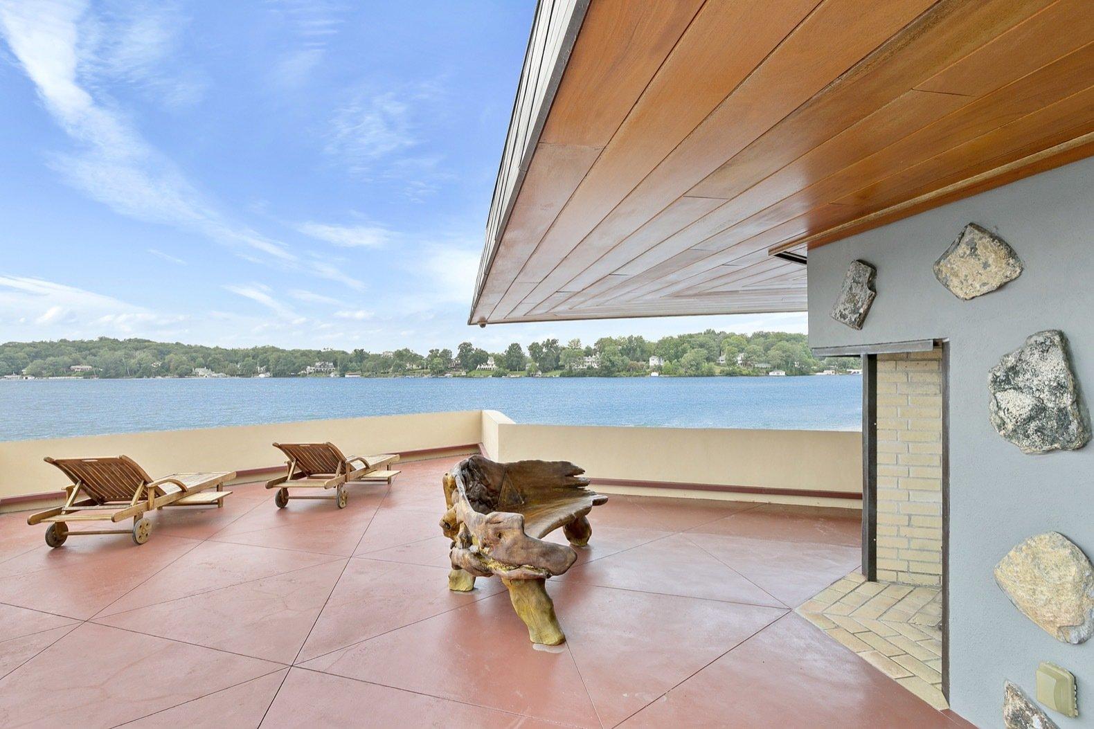 Massaro House cantilevered exterior deck
