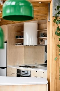 The kitchenette includes two Smeg cooktops (a ceramic electric and a stone grill) as well as a Qasair Albany suspended hood.